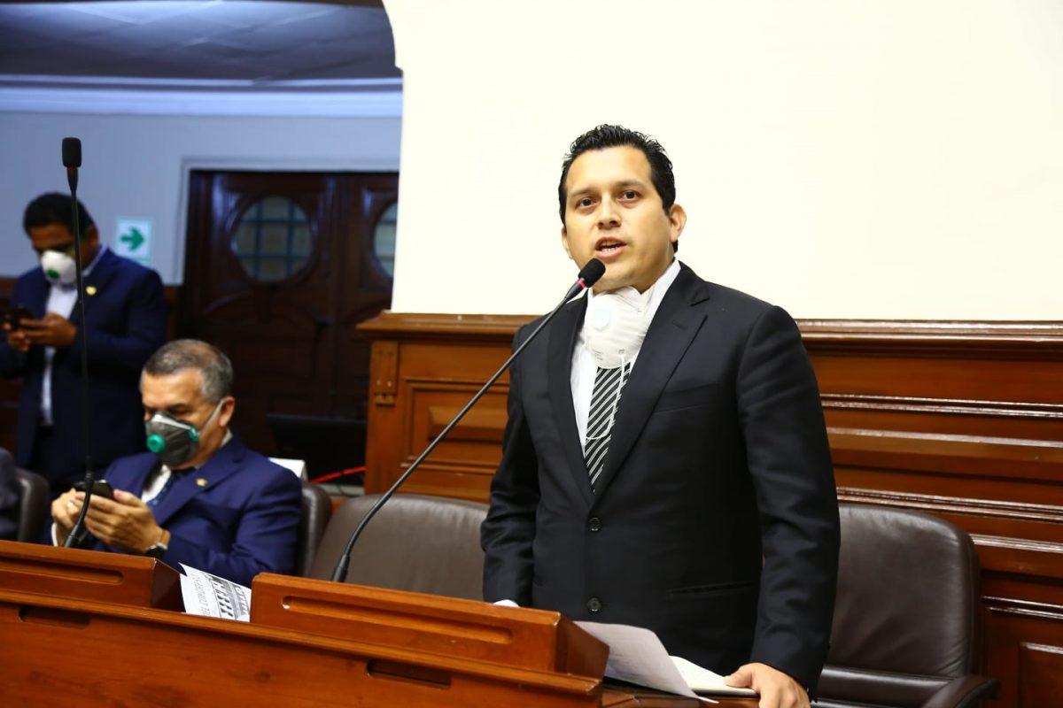 Congresista José Luna impulsa ley que penaliza acaparamiento y especulación de fármacos