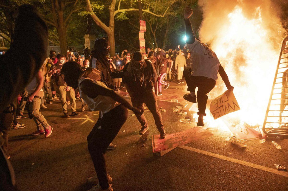Protestas por muerte de George Floyd dejan 3 muertos en EEUU