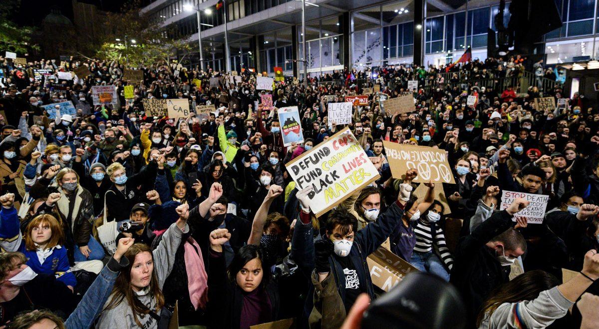 Miles marchan contra amenaza de Trump de sacar Ejército a las calles