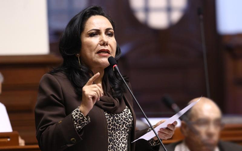 """Gloria Montenegro: """"El Congreso actúa como un marido pegalón"""""""