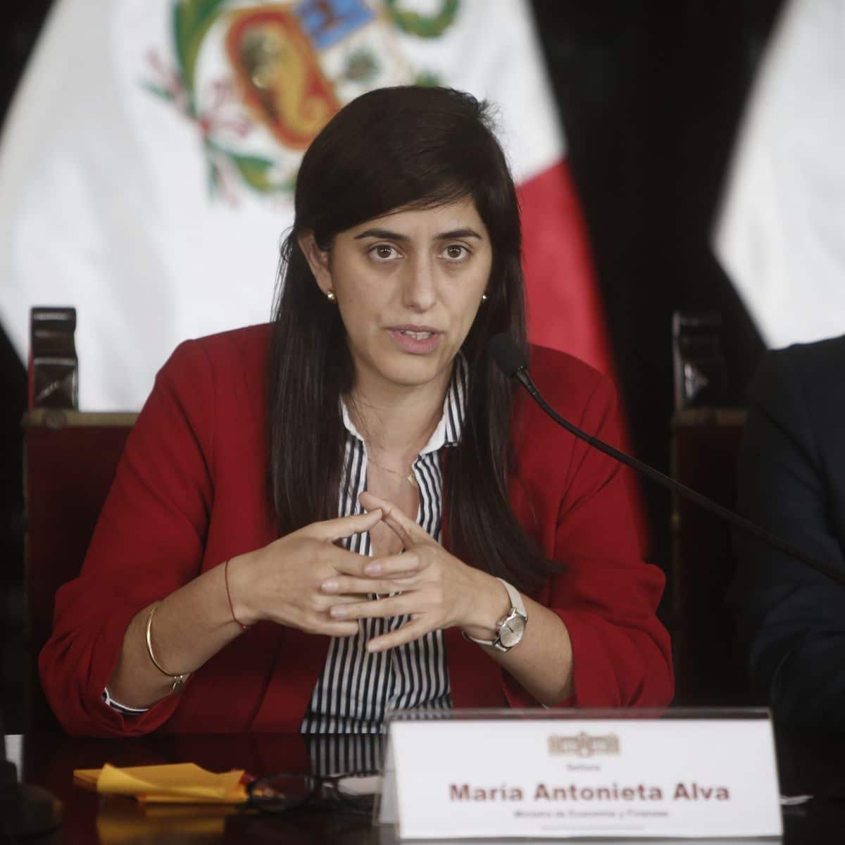 Ministra Antonieta Alva a un paso de la censura - La Razón