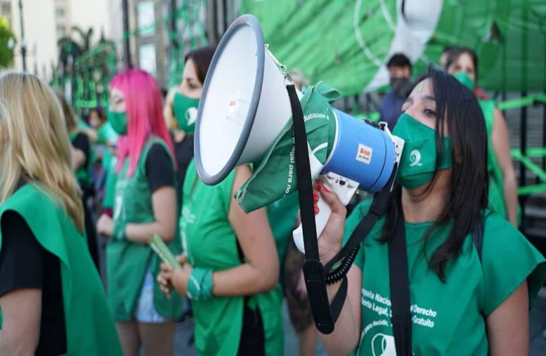 Diputados aprueban ley del aborto legal en Argentina
