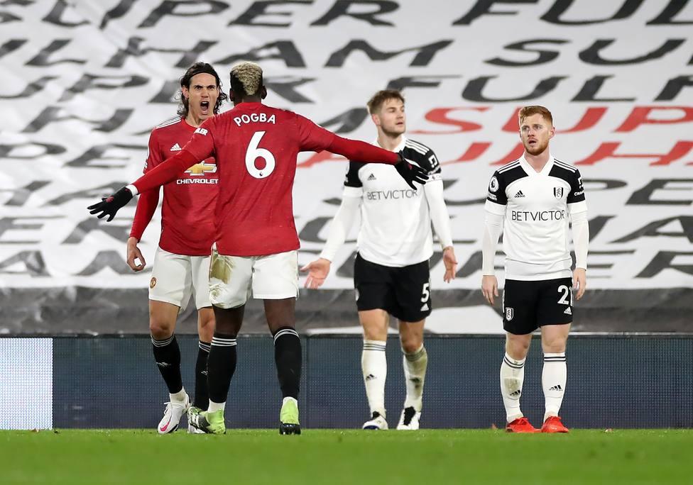 Pogba salva el liderato del United