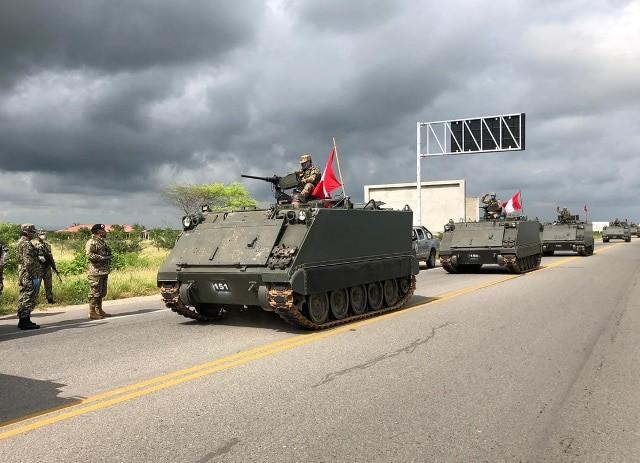 Tropas y carros blindados del Ejército permanecen en frontera con Ecuador