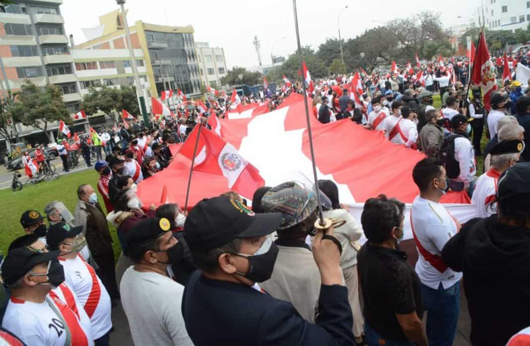 Militares y policías en retiro realizan manifestación 'Respeta mi voto'