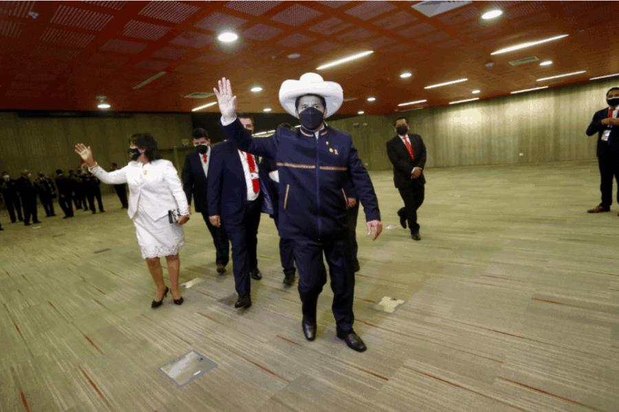 Castillo retrocede: Ejercerá funciones en Palacio de Gobierno