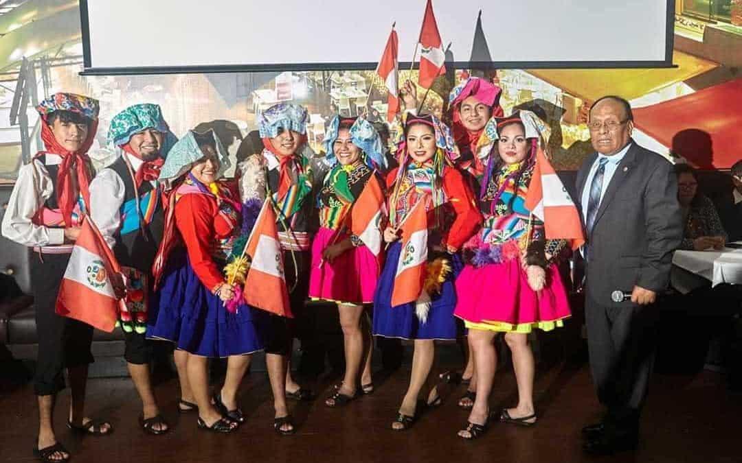 Peruano promueve idiomaquechua en Nueva York