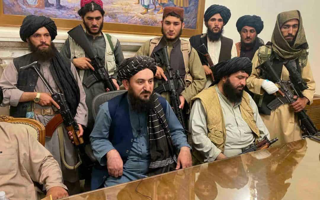 Talibanes buscan a colaboradores afganos de EE.UU. para matarlos