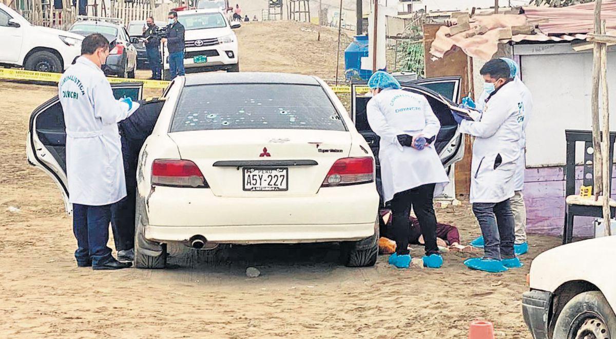 Sicarios acribillan un auto  y asesinan a cinco personas