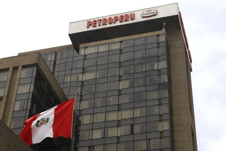 Bellido anuncia reestructuración de Petroperú y Cerrón aplaude