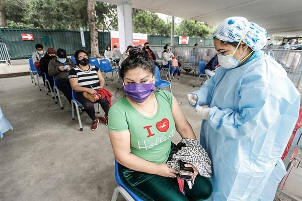 Vacunación para personas de 36 y 37 años inicia hoy