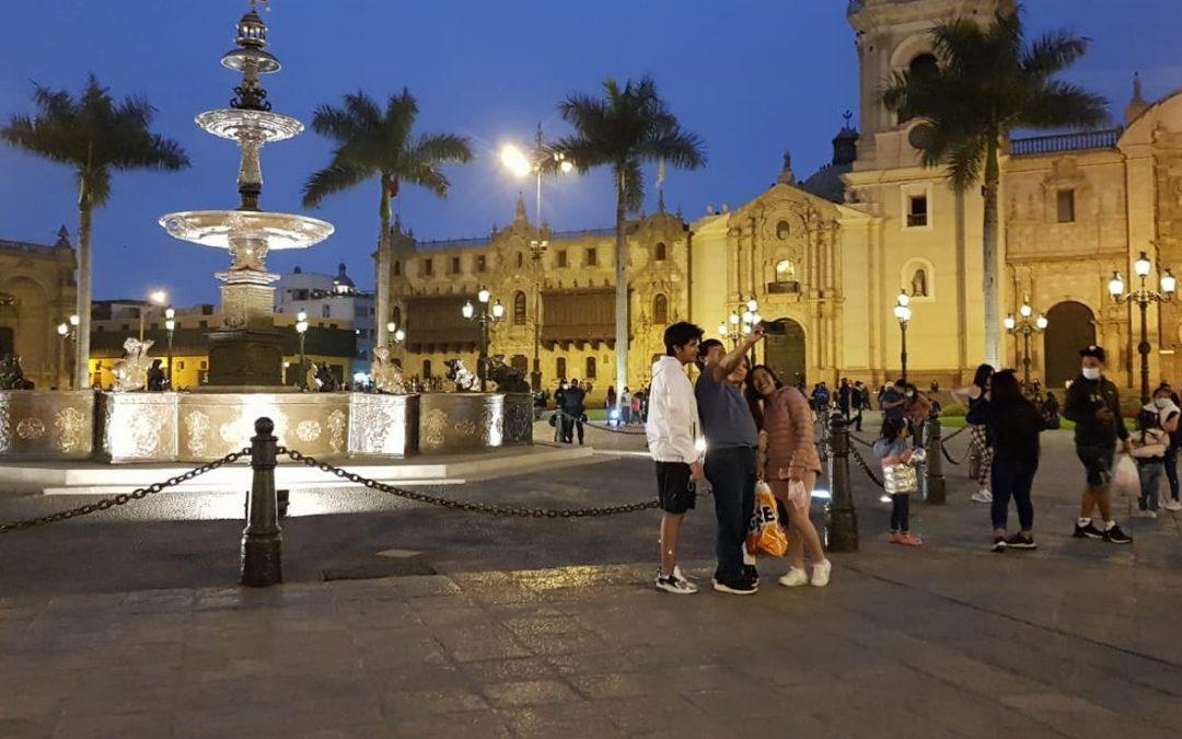 Plaza Mayor de Lima reabre tras permanecer cerrada