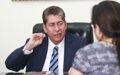 Acusan a Eloy Espinosa por presunto plagio
