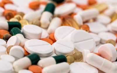 Precios de medicamentos subirían hasta 20% por el alza del dólar