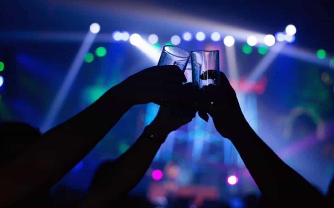 Inglaterra: No exigirá prueba de vacunación para ingresar a discotecas
