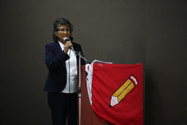 """Madre de Cerrón pide a jóvenes """"morir por su hijo y por Perú Libre"""""""
