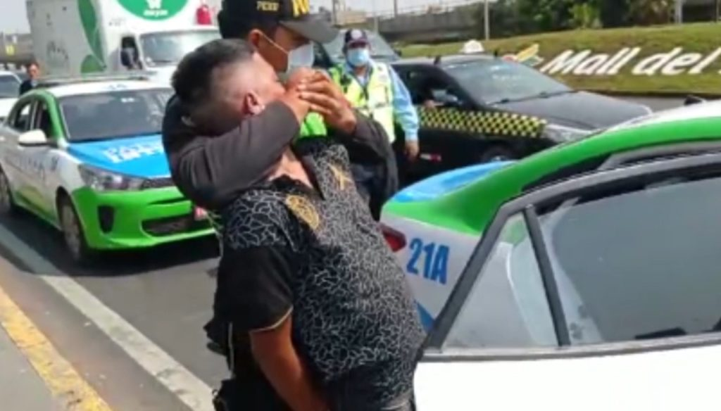 Serenos 'Tucuy Ricuy' atrapan a sujeto que robaba con cuchillo