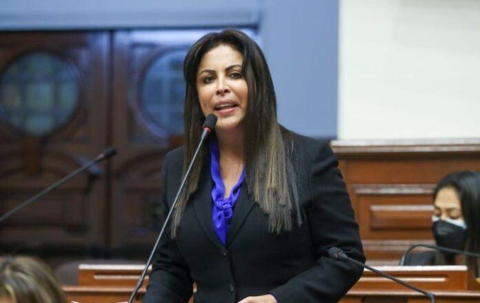 """Chirinos: Carta notarial de Bellido es """"una agresión más"""""""