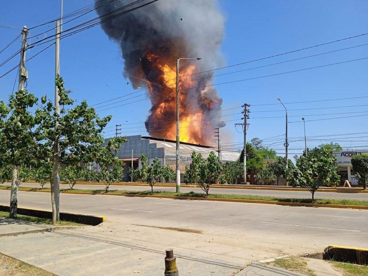 Incendio en planta de envasadora de gas en Pucallpa