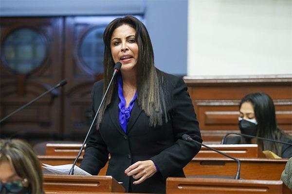 Chirinos denuncia a Bellido ante Comisión Interamericana de Mujeres