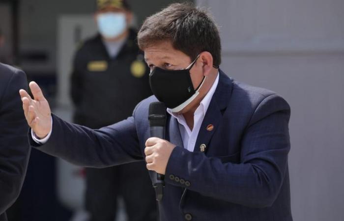 Ahora Bellido exige a reportero que le pregunte en quechua