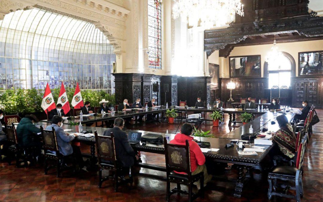 Presidente casi no interviene en el Consejo de Ministros