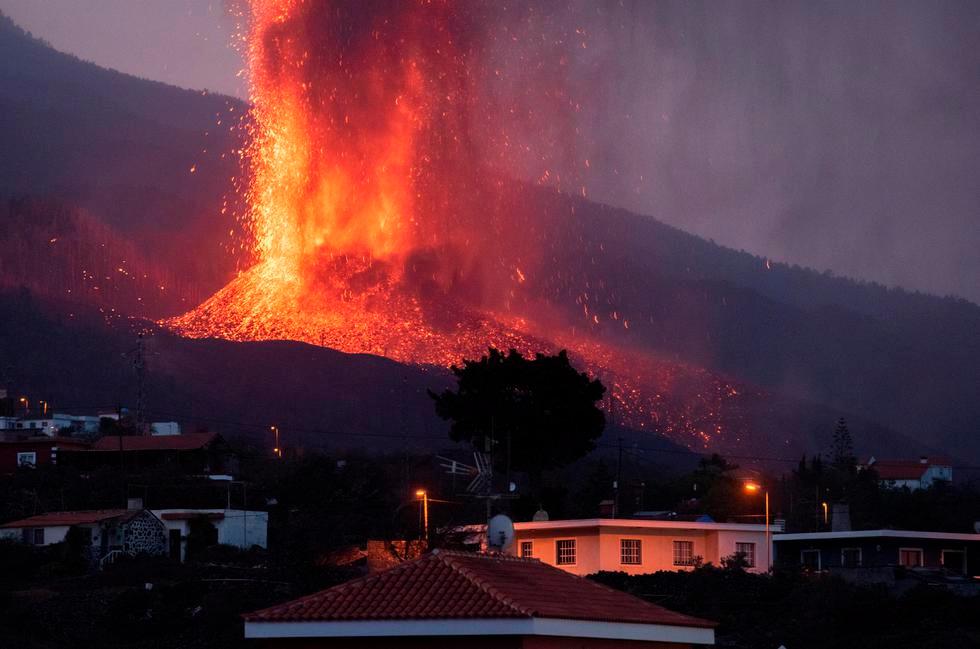 Volcán de La Palma ahora arroja lava por 5 bocas y evacuados pasan de 5 mil