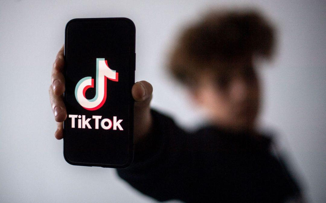 Usuarios en Tik Tok de menores de edad serán privados