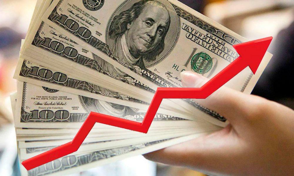 Nuevo récord: El precio del dólar en el Perú sube 4.13 soles la compra