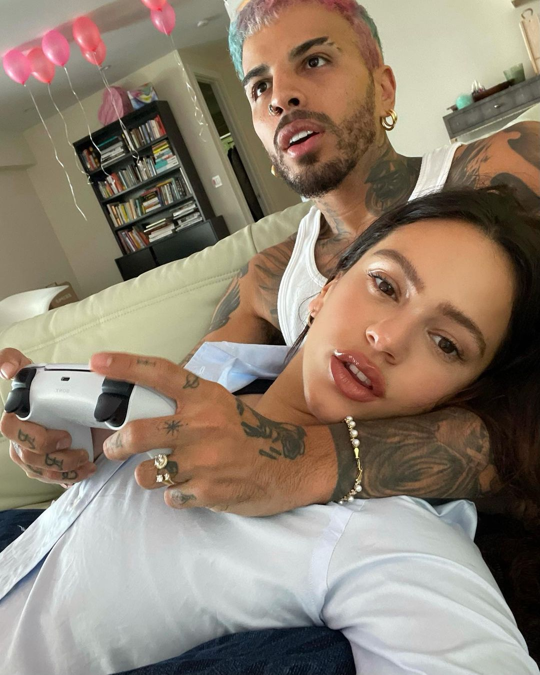 Rosalía confirma su relación con Rauw Alejandro con románticas fotos
