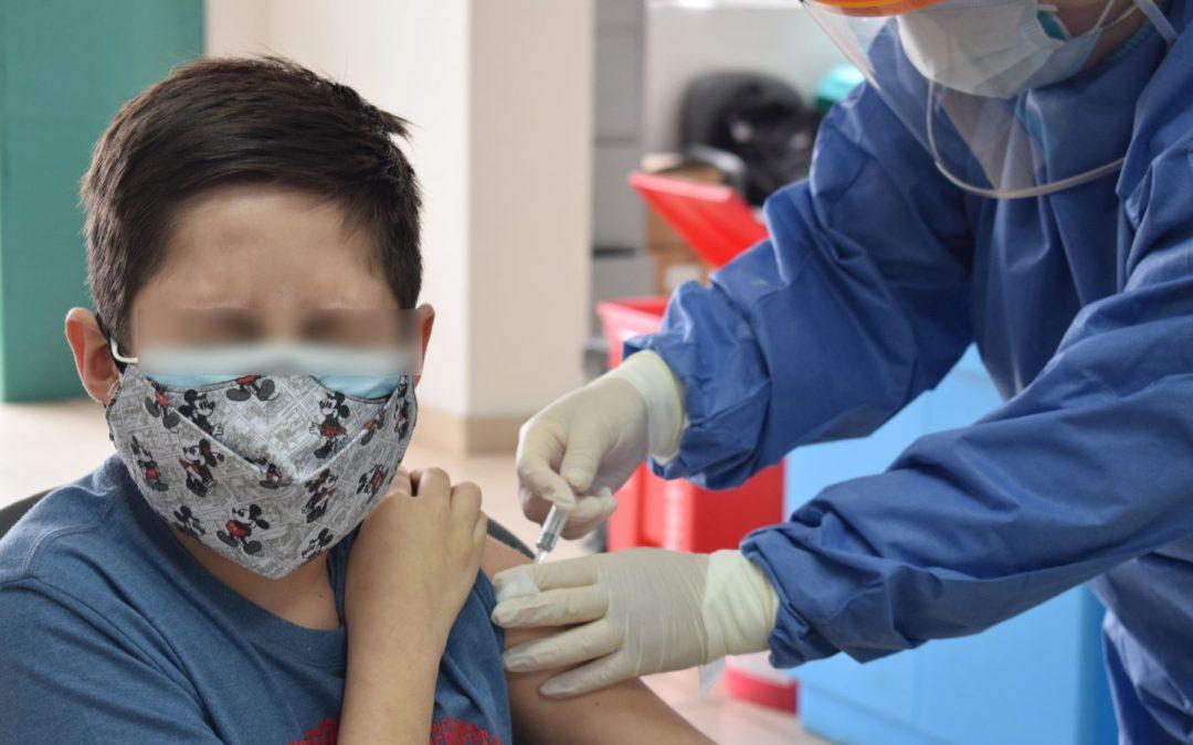 Aprueban protocolo de vacunación para menores de 12 a 17 años
