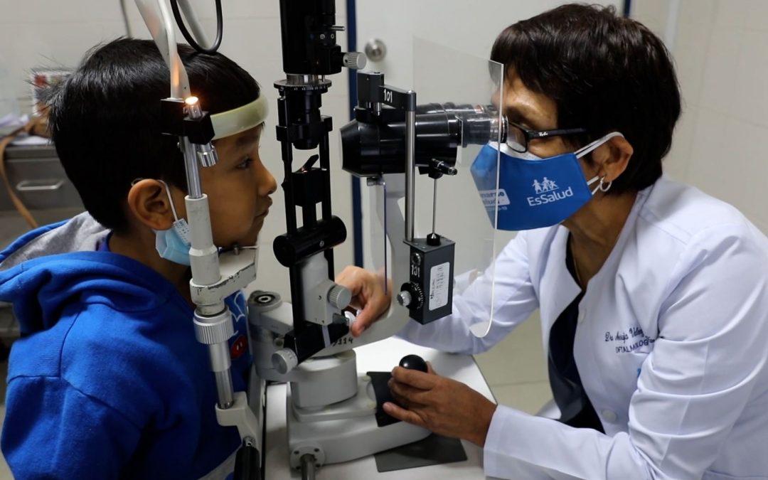 Especialistas salvan la visión a un niño de 5 años con catarata