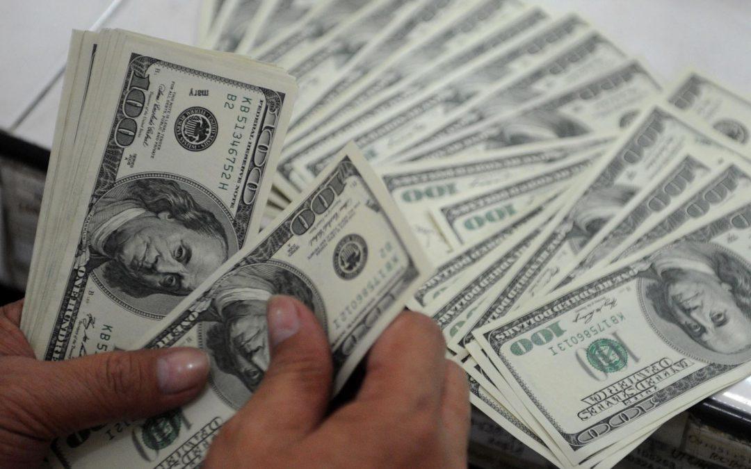 Dólar supera los S/4 tras anuncio sobre Camisea