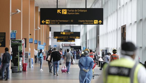 Personal de Migraciones hace 'reglaje' a políticos