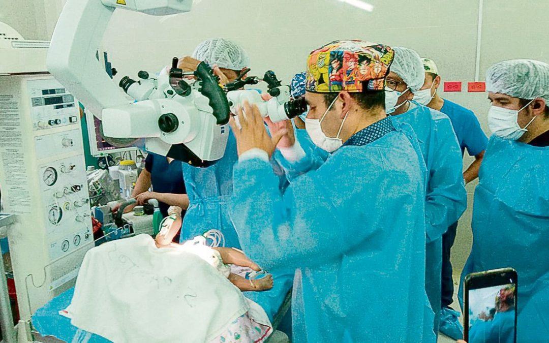 Logran separar con éxito a bebés siameses en hospital de Arequipa