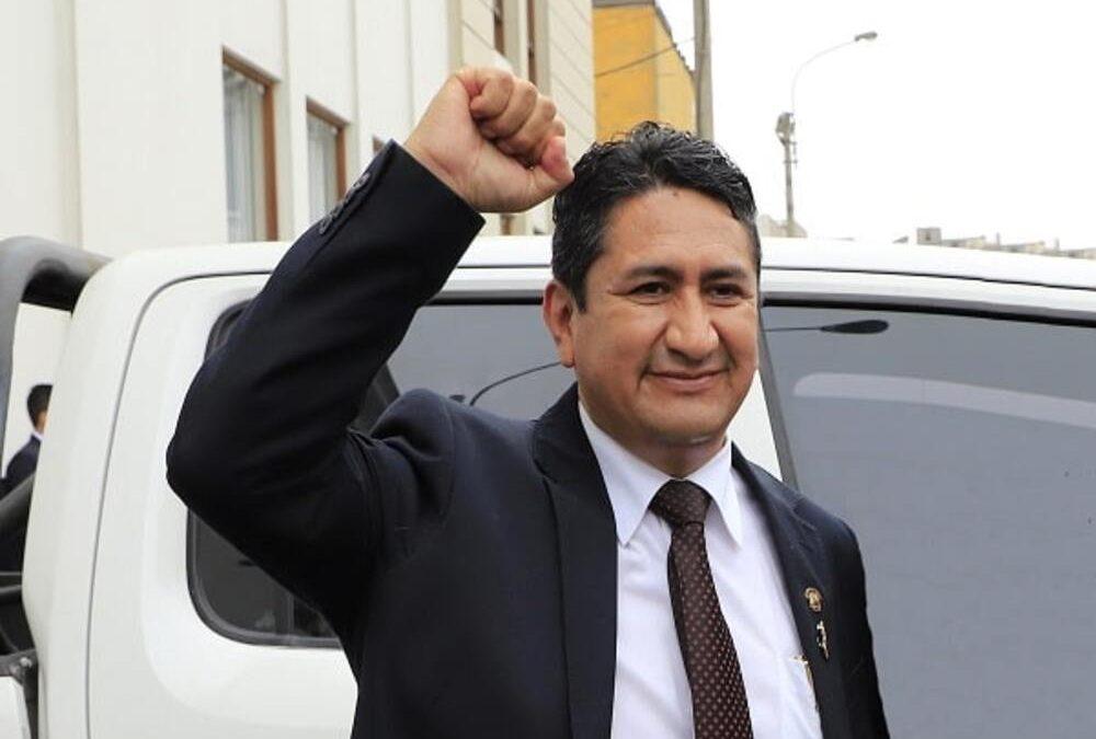 Vladimir Cerrón garantiza que «Perú Libre no ha pasado a la oposición»