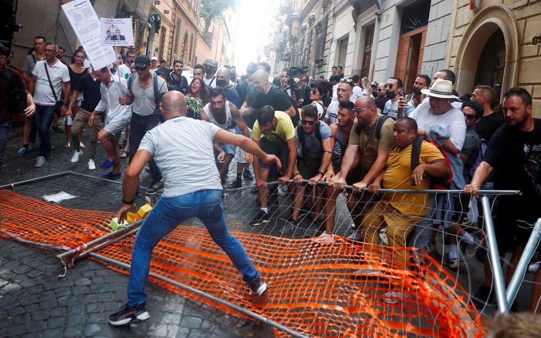 Italia ilegalizaría partidos fascistas tras violentas manifestaciones antivacunas
