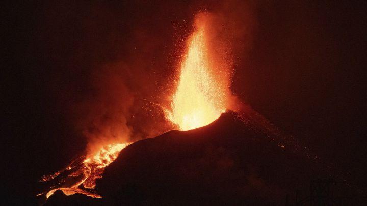 Erupciona el principal volcán del Japón, y se suma al de La Palma