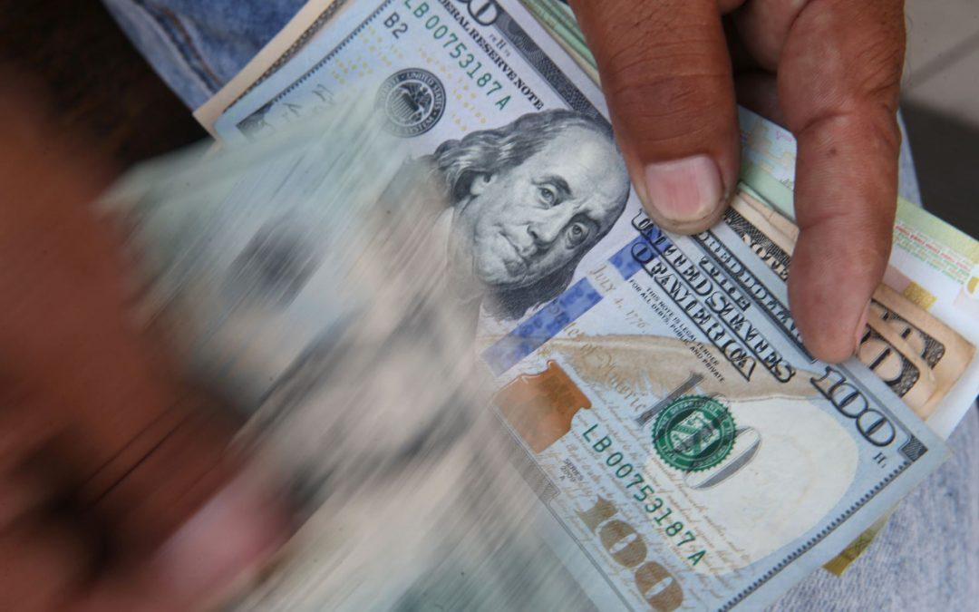 Dólar cerró al alza pese a intervención del BCR