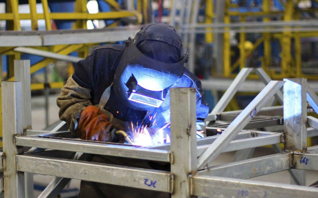 Exportaciones siderometalurgias, químicos y confecciones crecieron 55.5% en agosto