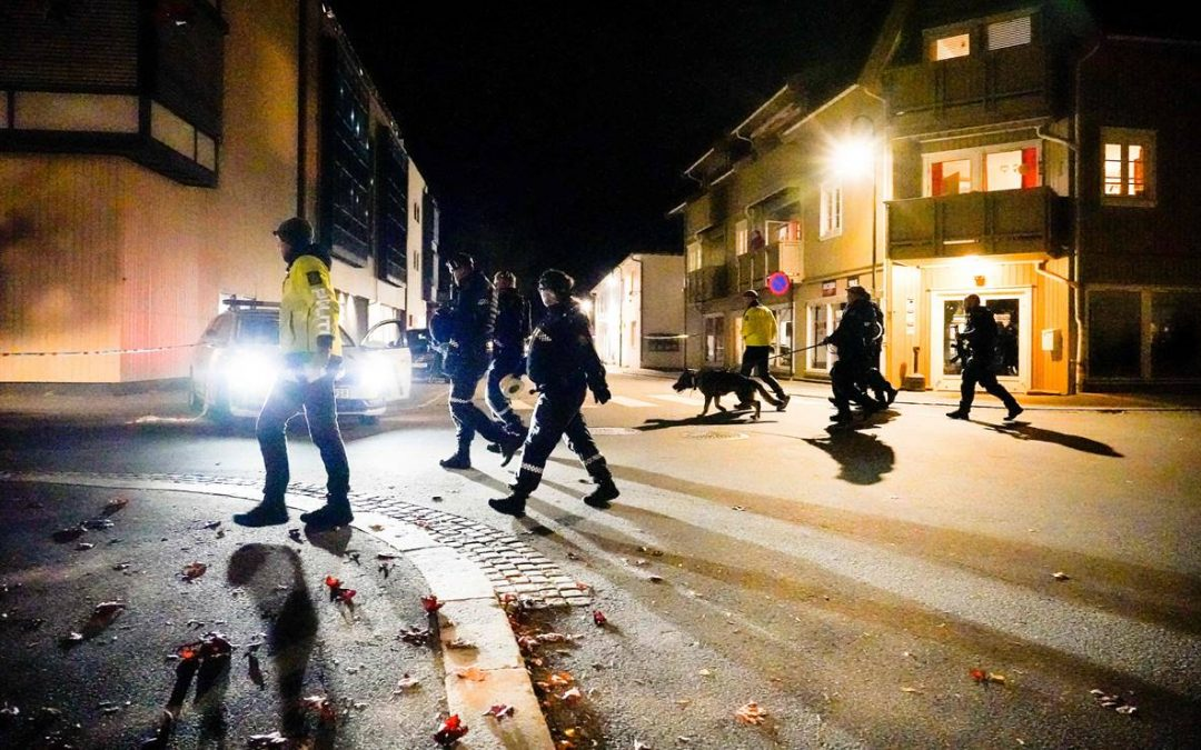 Noruega: Hombre armado con arco y flechas mata a cinco personas